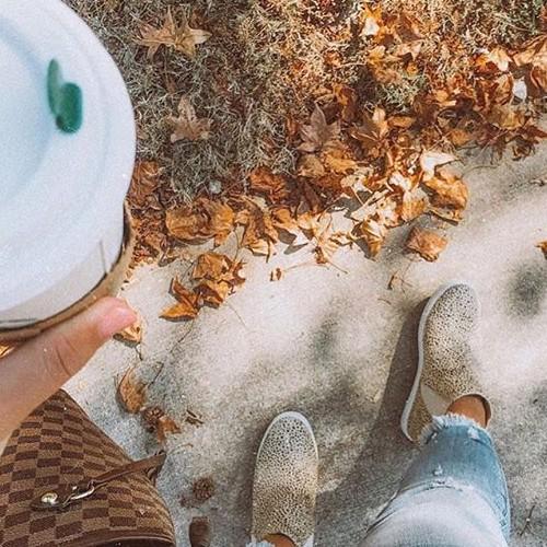 Leaves & hot coffee = fall ready 🍁 ☕️ #hiddenjeans #spottedinhidden-