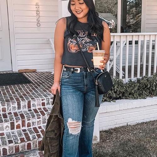 Mid week caffeine run in the comfiest Jeans 💕 #hiddenjeans #spottedinhidden-